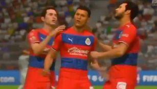 Jugadores de Chivas celebran un gol en la eLigaMx