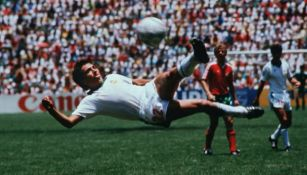 Golazo de Manuel Negrete en Mundial