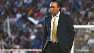 José Luis Trejo durante un duelo en Liga MX