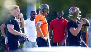 El mariscal de campo de Tampa en su práctica con compañeros