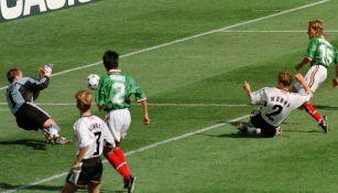 Luis Hernández falla un disparo ante Alemania