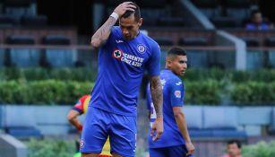 Caraglio se lamenta en un juego de Cruz Azul