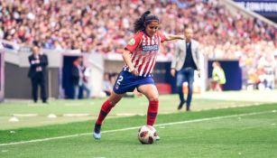 Kenti Robles durante un duelo con el Atlético de Madrid