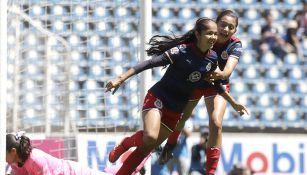 Miriam García festeja un gol con la Chivas