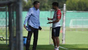 Ricardo Peláez en charla con Oribe Peralta