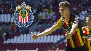 Adrián Villalobos festeja gol con Leones Negros