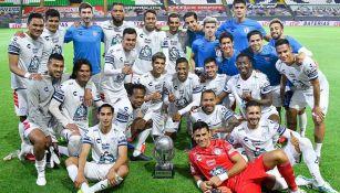 Jugadores de Pachuca festejan el campeonato