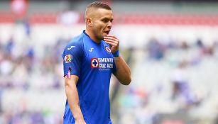 Jonathan Rodríguez en partido con Cruz Azul