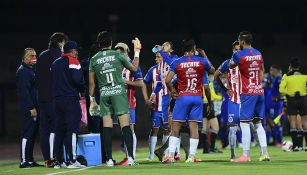 Jugadores de Chivas en partido de Copa por México