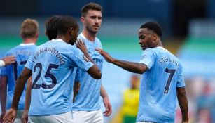 Jugadores del Manchester City celebran un gol