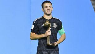 Pizzuto en premiación con México