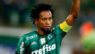 Ze Roberto en acción con Palmeiras