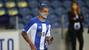 Tecatito Corona celebrando título de Liga con Porto