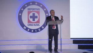 Billy Álvarez en un evento con Cruz Azul
