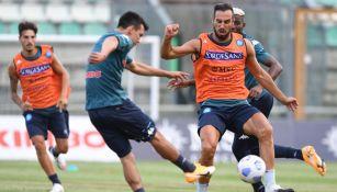 Chucky Lozano durante un entrenamiento del Napoli