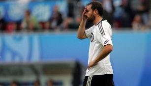 Christoph Metzelder en acción con Alemania