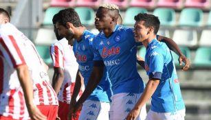 Hirving Lozano festejando un gol con sus compañeros