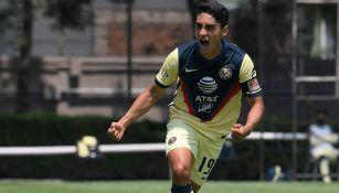Naveda celebra un gol con América Sub 20