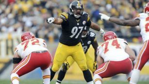 Cam Heyward en acción con Steelers