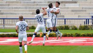 Jugadores de Pumas celebran un gol vs Atlético San Luis