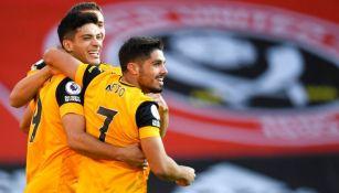 Raúl Jiménez festejando el gol de Wolverhampton