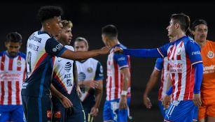 Roger Martínez y Brizuela se saludan en la Copa por México