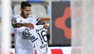 Ismael Sosa festeja gol con Pachuca