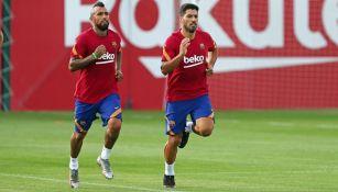 Arturo Vidal y Luis Suárez en un entrenamiento con el Barcelona