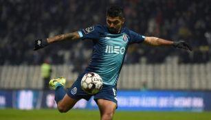 Jesús Corona en un juego con Porto