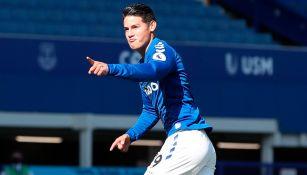 James Rodríguez festeja su primer tanto con el Everton