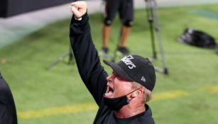 Video: Jon Gruden celebró en grande la victoria de sus Raiders