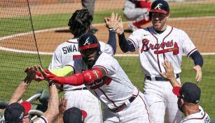 Jugadores de Atlanta celebran una victoria