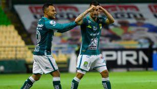 Luis Montes y Jean Meneses festejan una anotación