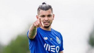 Jesús Corona en una práctica con el Porto