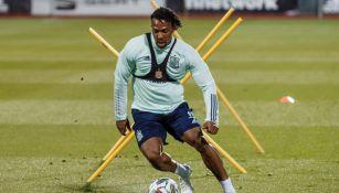 Adama Traoré en un entrenamiento con la Selección Española
