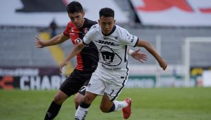 Saucedo controla el esférico en un partido de la UNAM