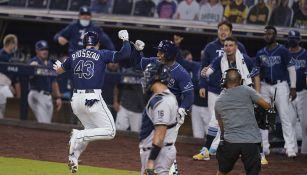 Jugadores de Rays festejan la victoria sobre Yankees