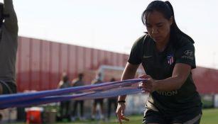 Charlyn Corral en práctica con el Atlético