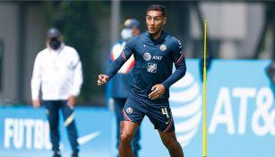 Sebastián Cáceres en un entrenamiento con América