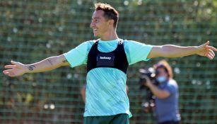 Andrés Guardado durante un entrenamiento con Betis
