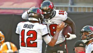 Brady y Tyler Johnson festejan una anotación