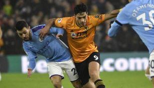 Raúl Jiménez en partido con Wolves
