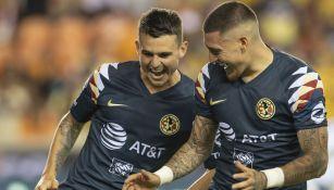 Nico Castillo celebra un gol con Benedetti