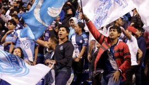 Afición del Puebla en el Estadio Cuauhtémoc
