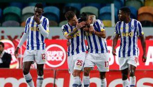 Jesús Corona celebrando gol contra Sporting Lisboa