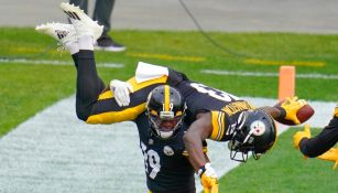Jugadores de Pittsburgh celebran TD