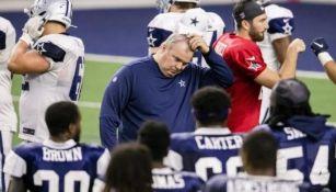 Mike McCarthy durante un partido con Dallas
