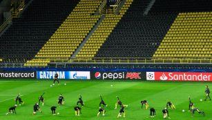 El estadio del Borussia Dortmund previo a un partido de Champions League
