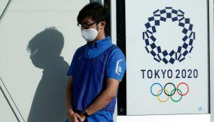 Un empleado de la organización de los Juegos Olímpicos