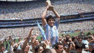 Diego Armando Maradona campeón del mundo en el Estadio Azteca